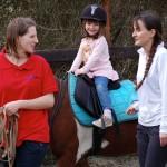Pony školička vedená Hankou Touškovou v akci při jezdeckém dni