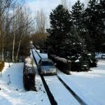 Zimní park jen odpočívá a čeká na jaro / příjezdová středová cesta