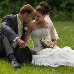 novomanželé na parku